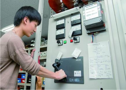 キュービクル式高圧受電設備実習